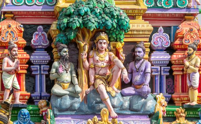 Lord Dakshinamurthy described in Dakshinamurthy stotram lyrics and meaning.
